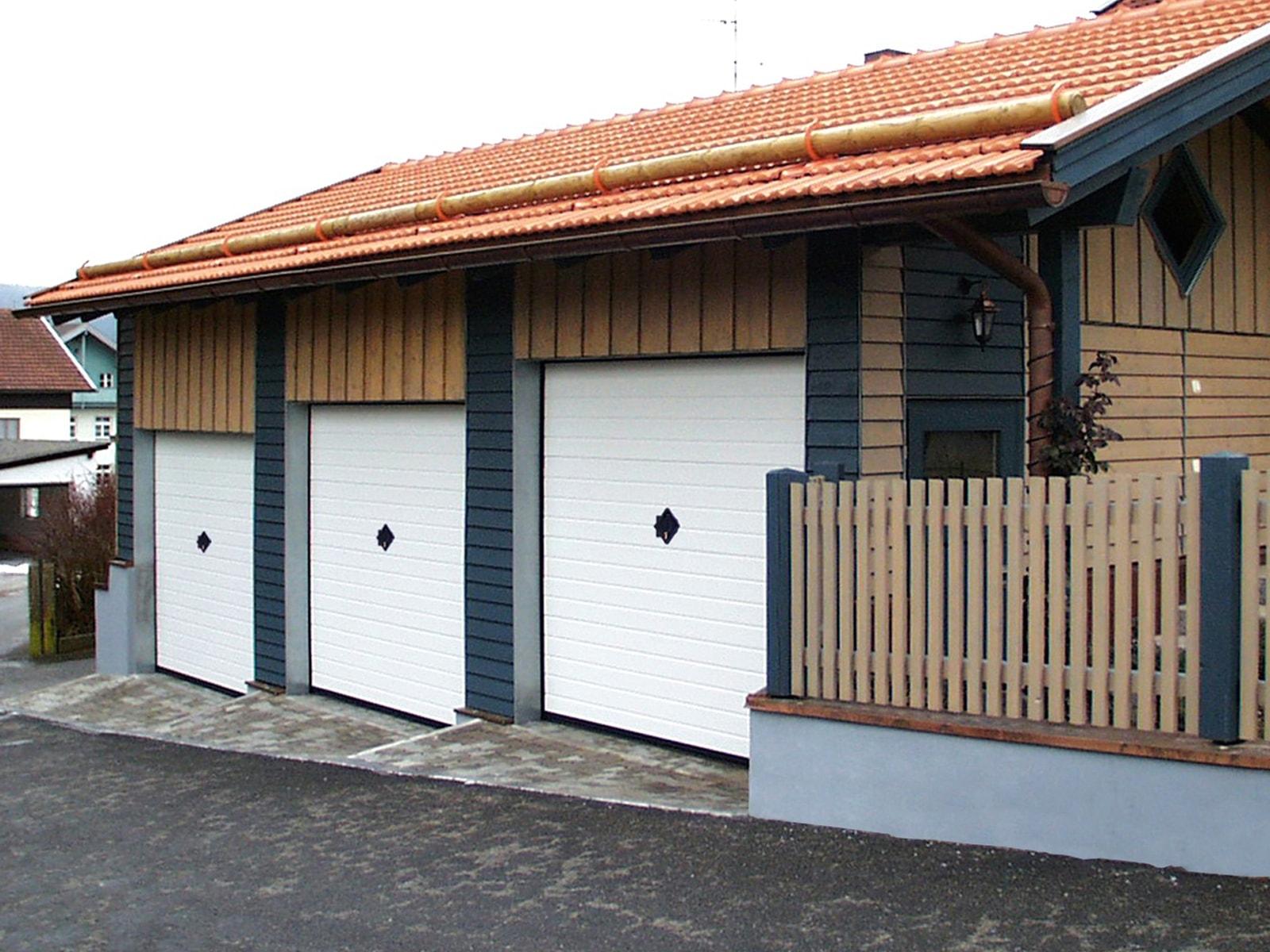 Portone residenziale a manto fisso breda bascu line basculino - Proteggere basculante garage ...