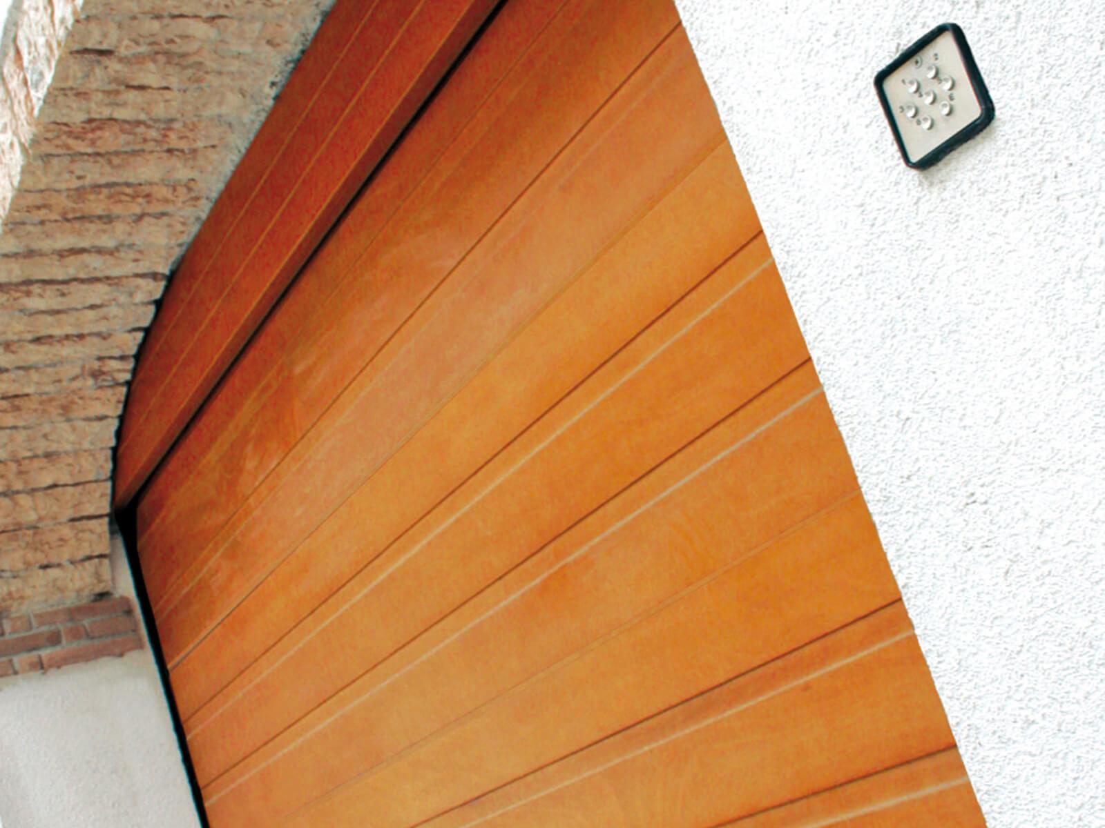Portone sezionale in legno-alluminio PEGASO - Disegno Civic