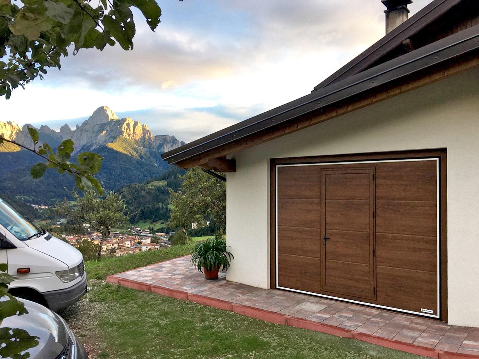 Portoni basculanti da garage scopri le basculanti - Portoni garage con finestre ...