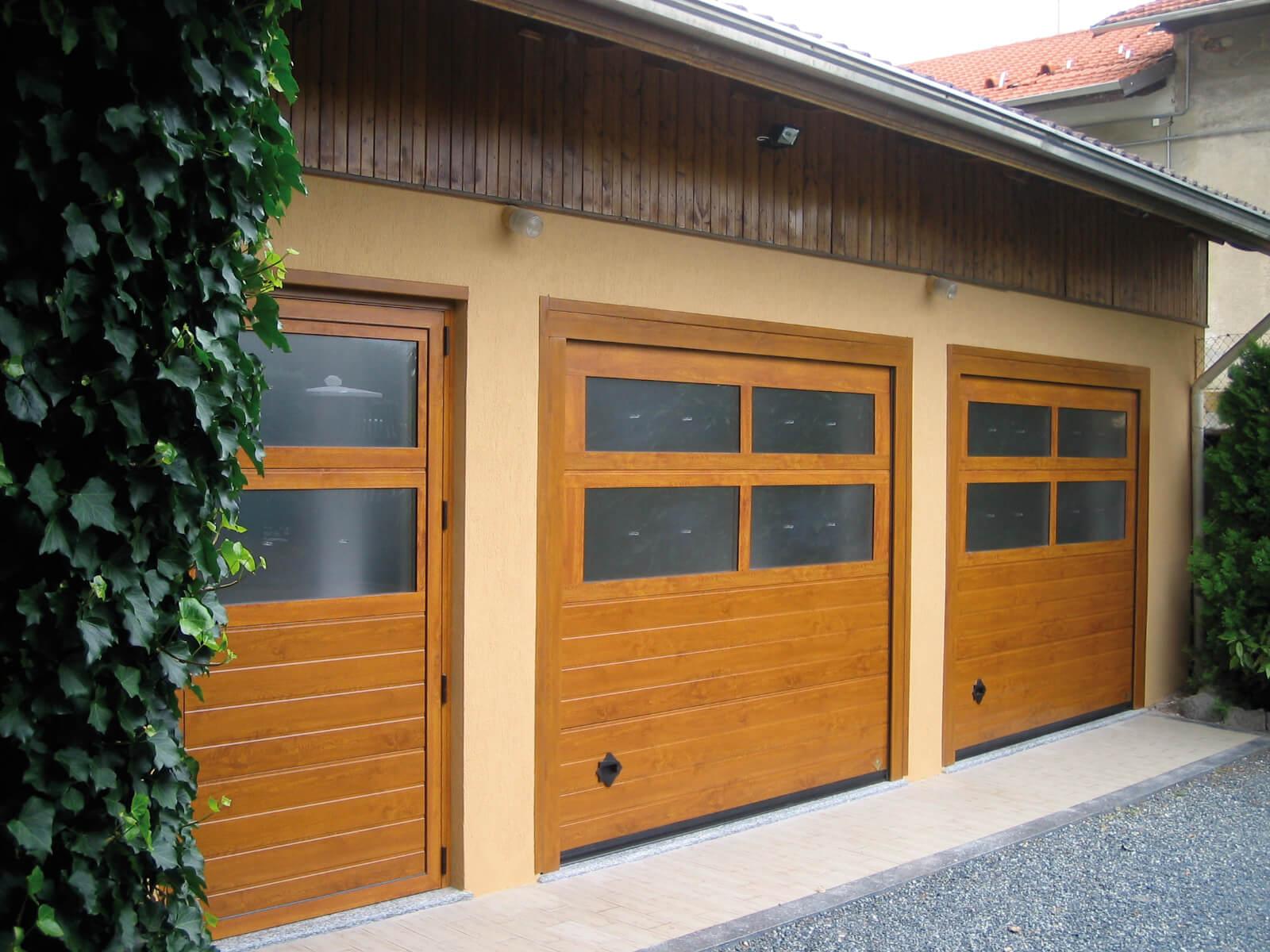 Portone sezionale da garage CUPIS - Simil legno quercia My Box