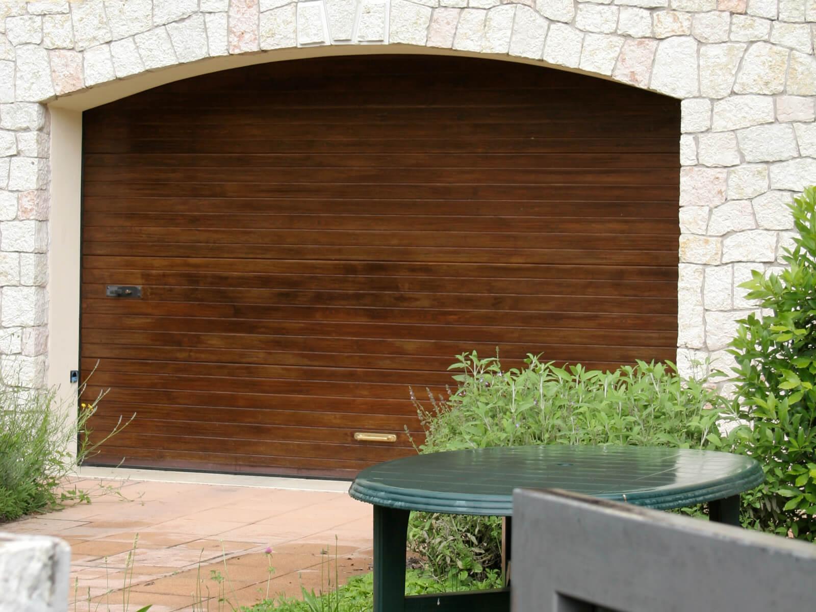 Portone sezionale in legno GARA