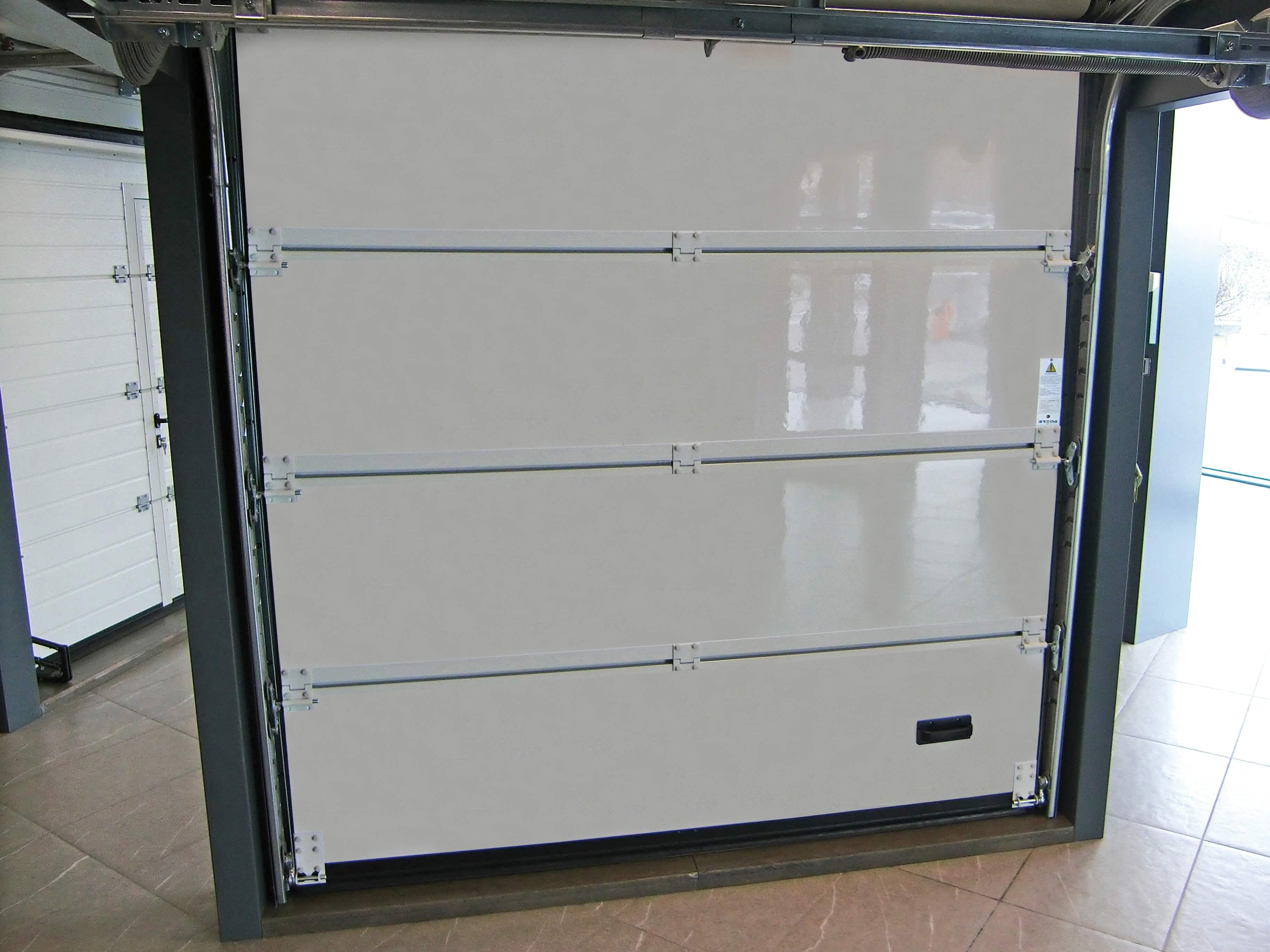 Portone sezionale in legno-alluminio PEGASO - Vista interna