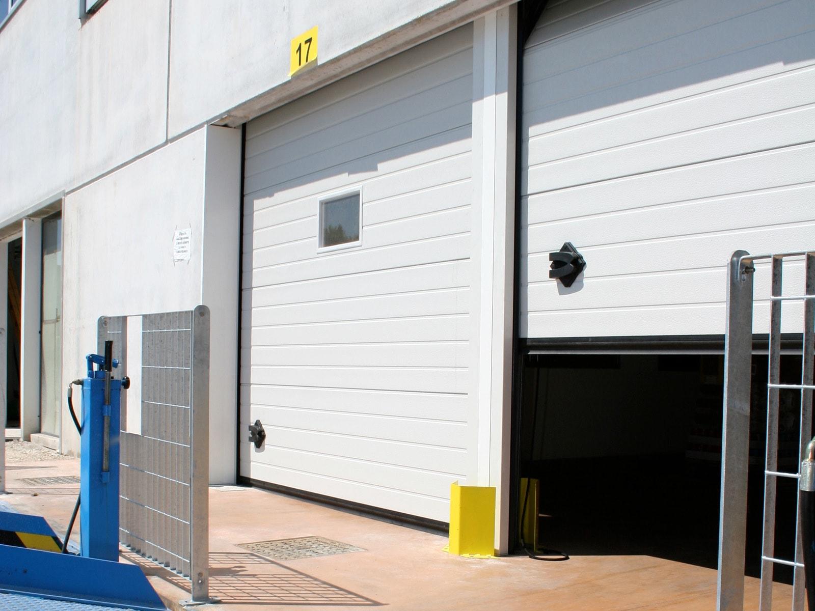 Portone sezionale industriale CARGO - Stucco bianco C21