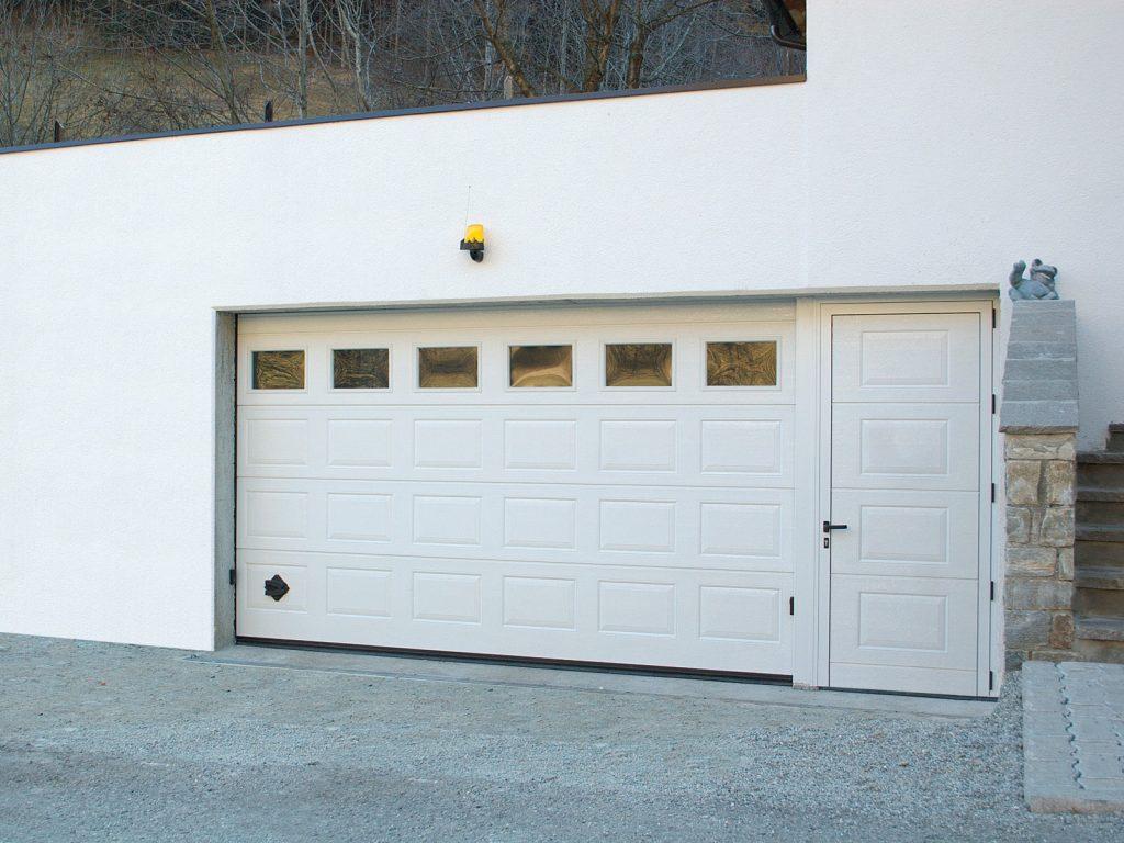 Portone sezionale residenziale breda domus line iris - Portone sezionale laterale prezzi ...