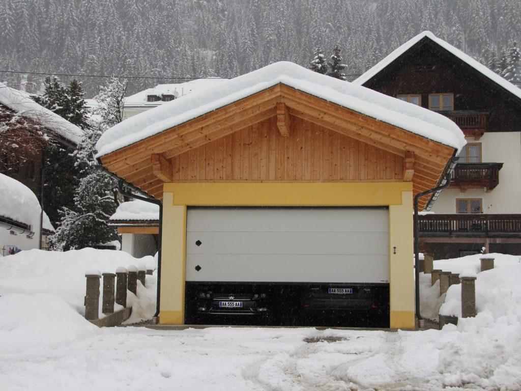 Portone sezionale residenziale breda domus line persus for Disegni di garage rv
