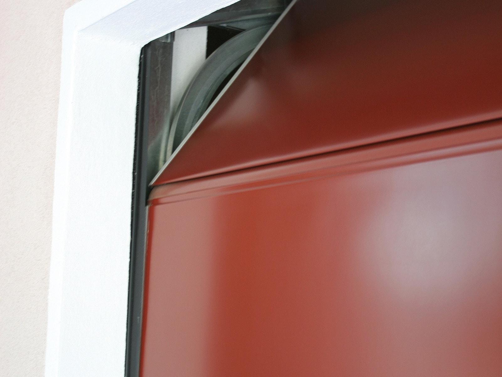 Portone sezionale da garage PERSUS - Liscio rosso RAL 3009