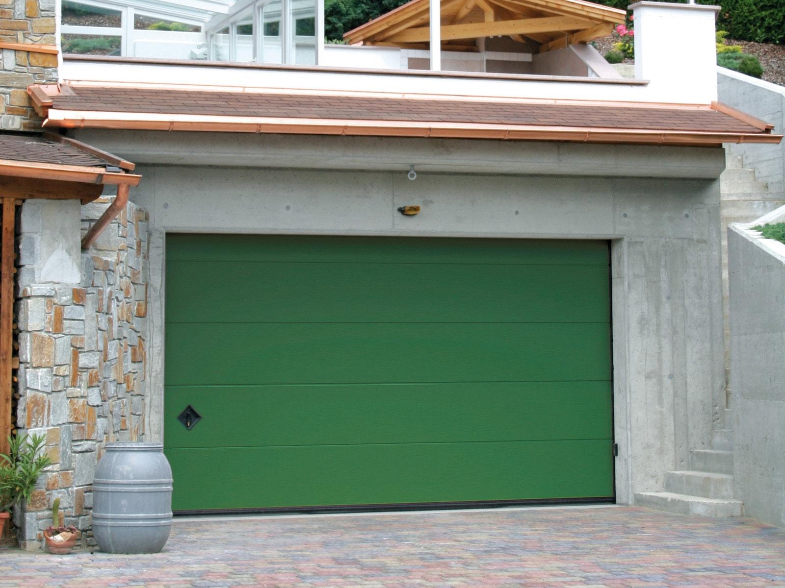 Portone sezionale da garage PERSUS - Liscio verde RAL