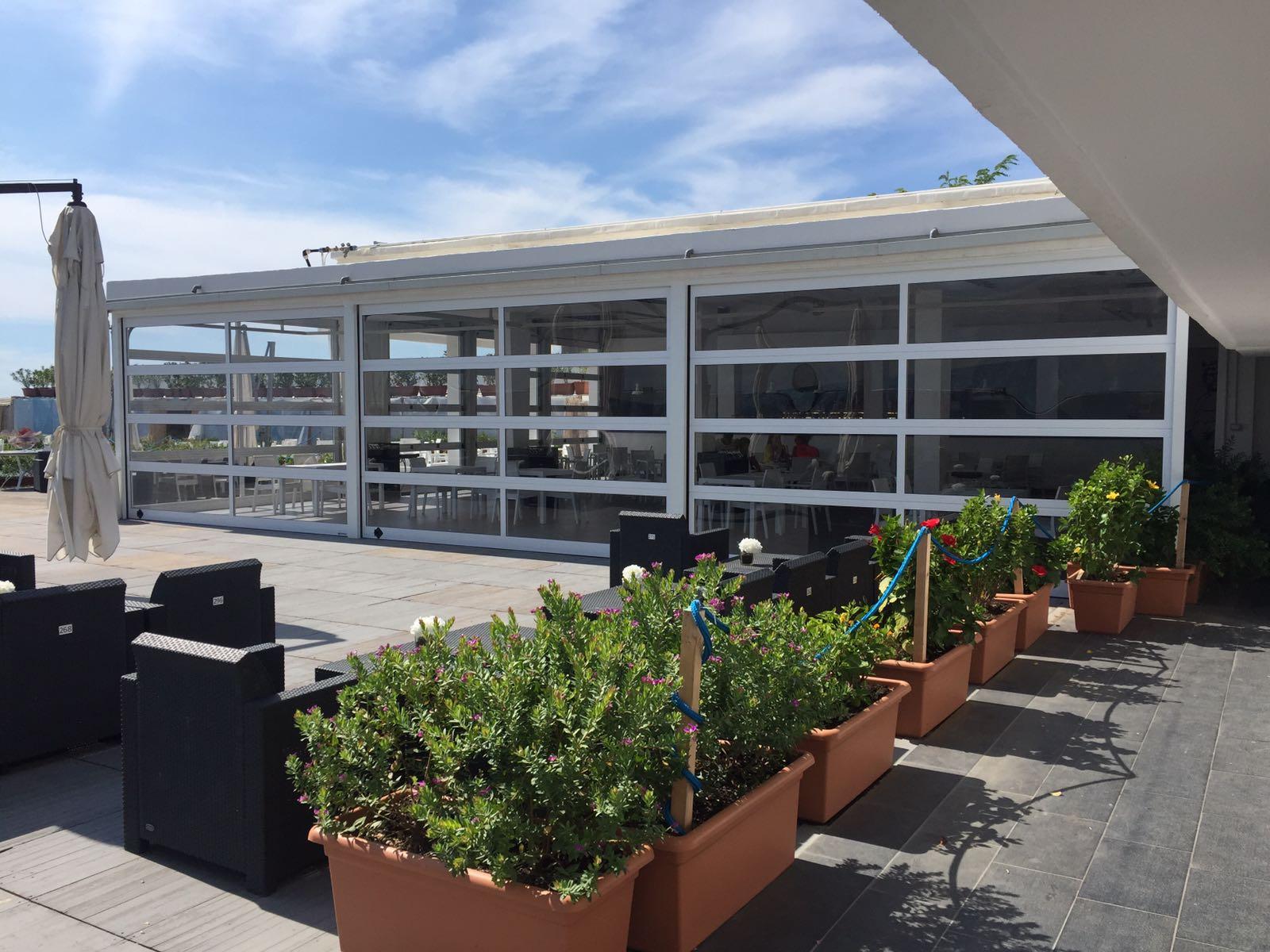 Portoni sezionali Breda. Luce, aria e outdoor per spazi super smart