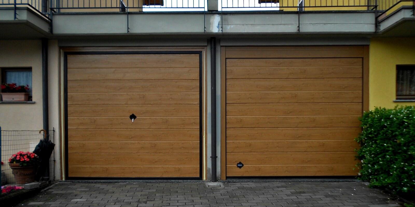 Guida alla scelta del portone sezionale come scegliere for Entrata del mudroom dal garage