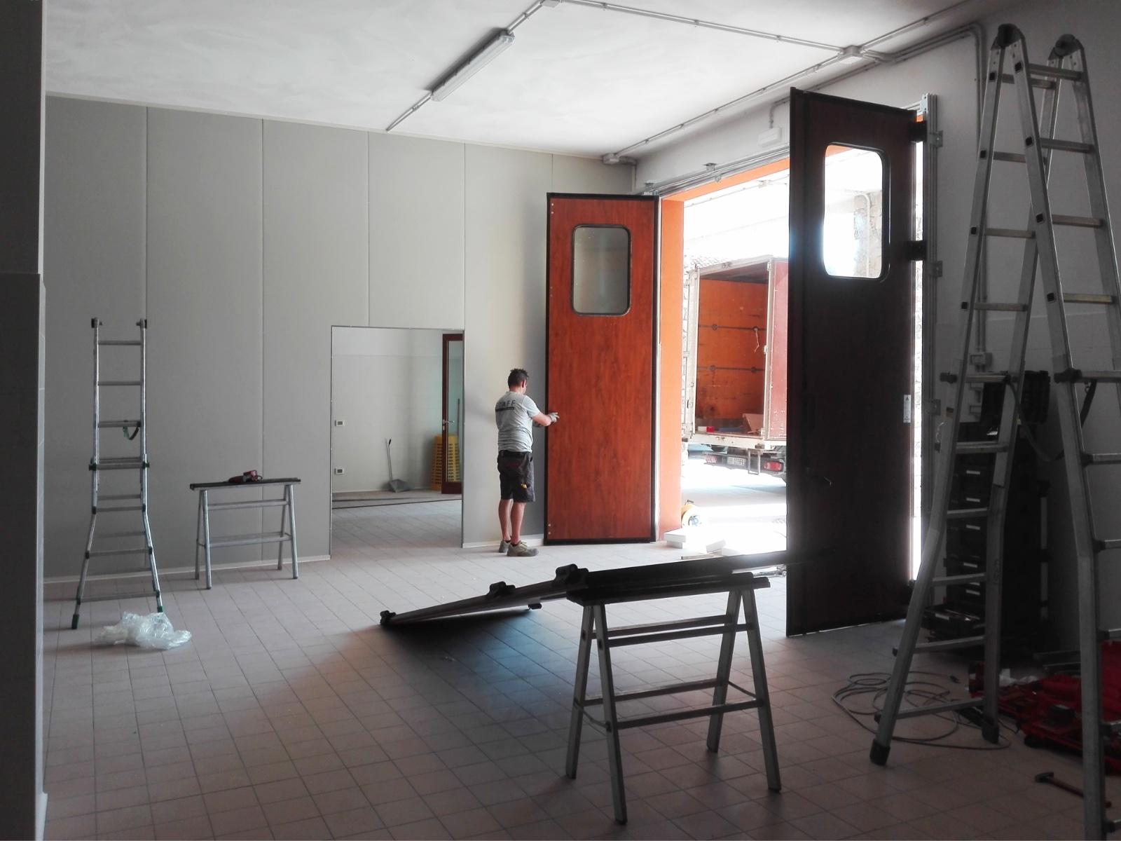 Installazione portone a libro Breda