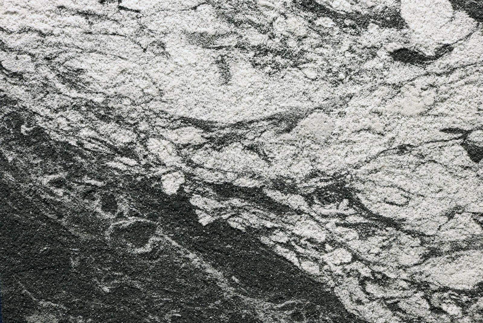 Portoni in Arenaria - Black Wave