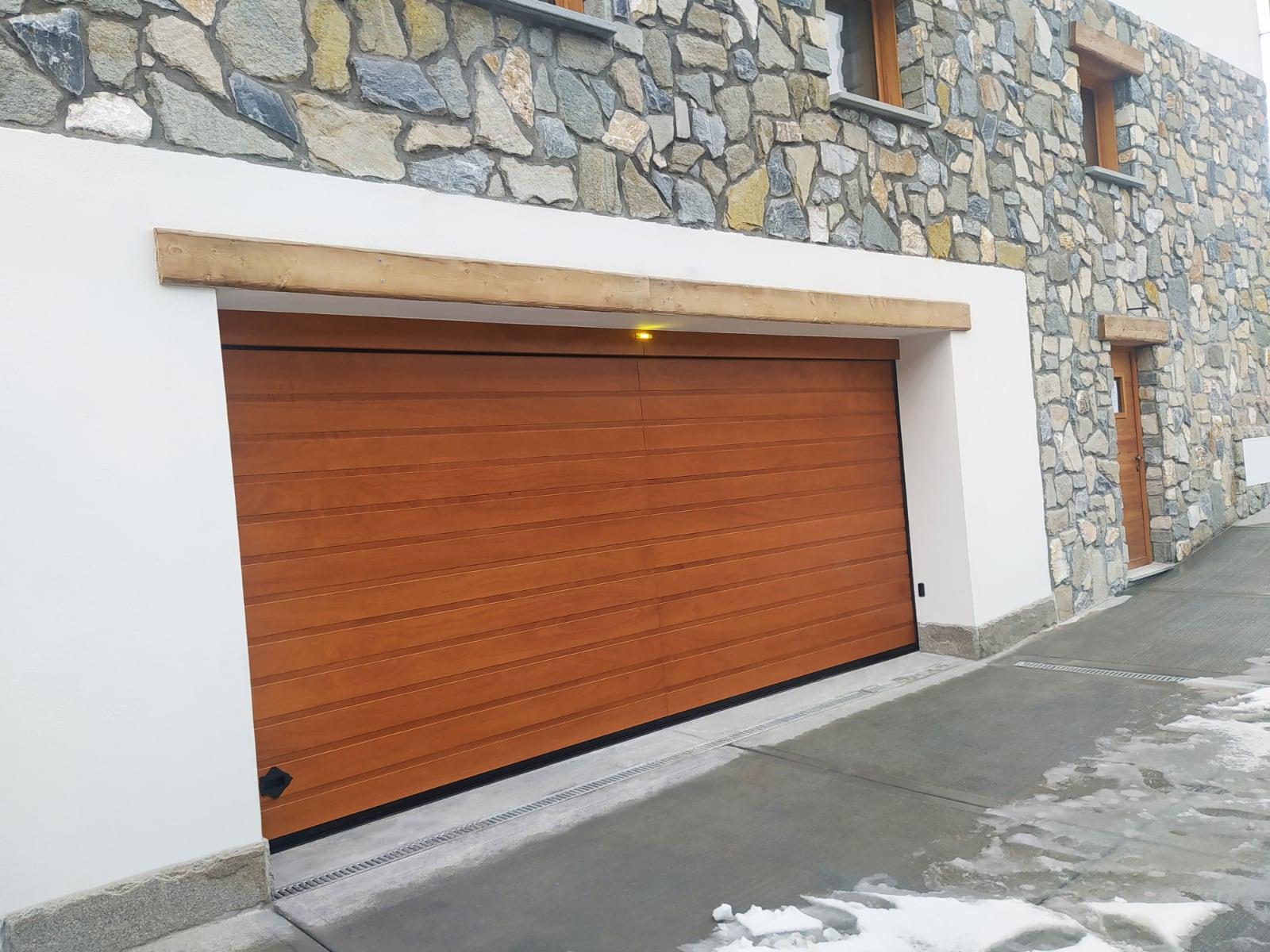 Il legno del portone Civic conquista le Alpi piemontesi